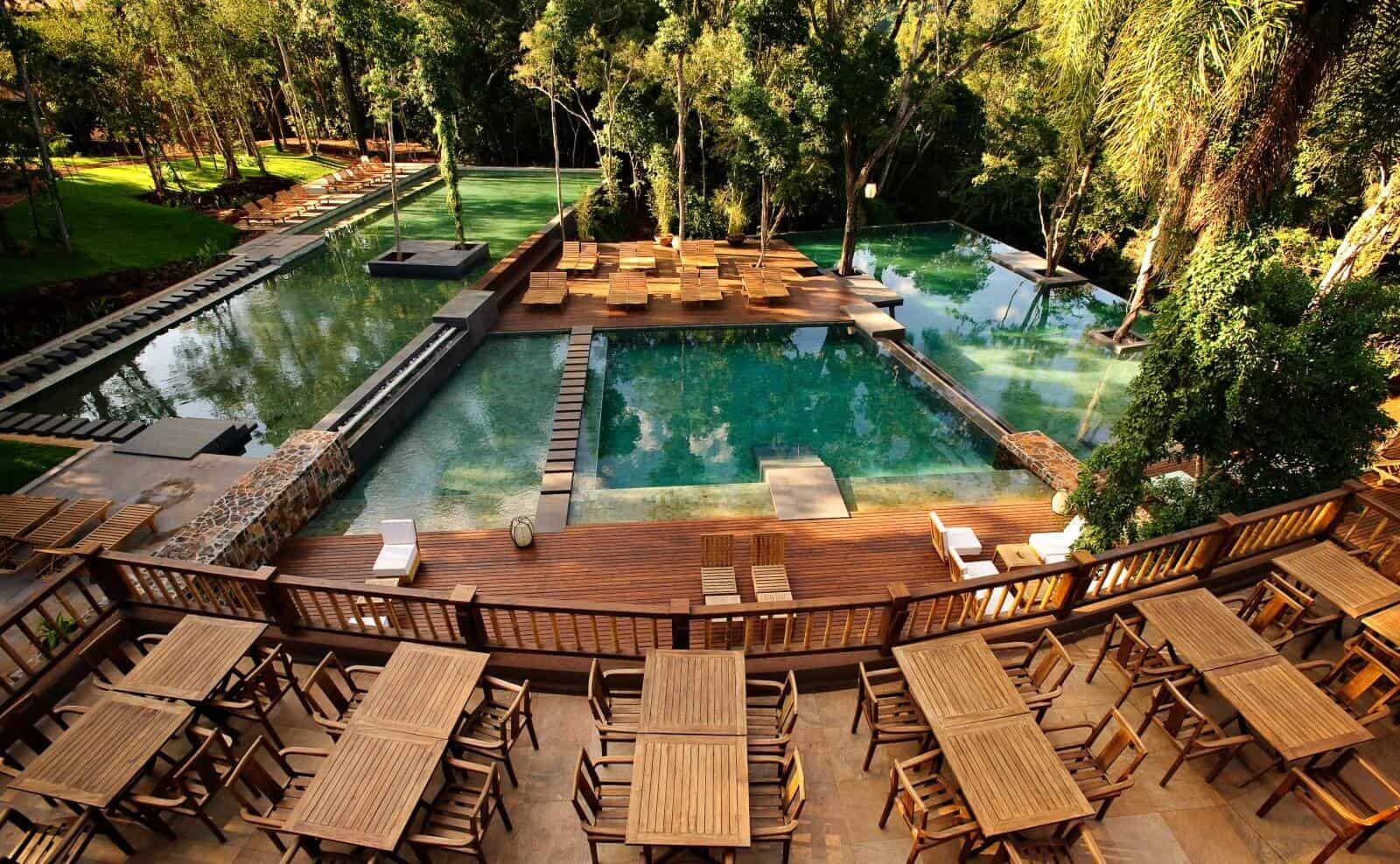 Argentinien_Loi_Suites_Iguazu_piletas