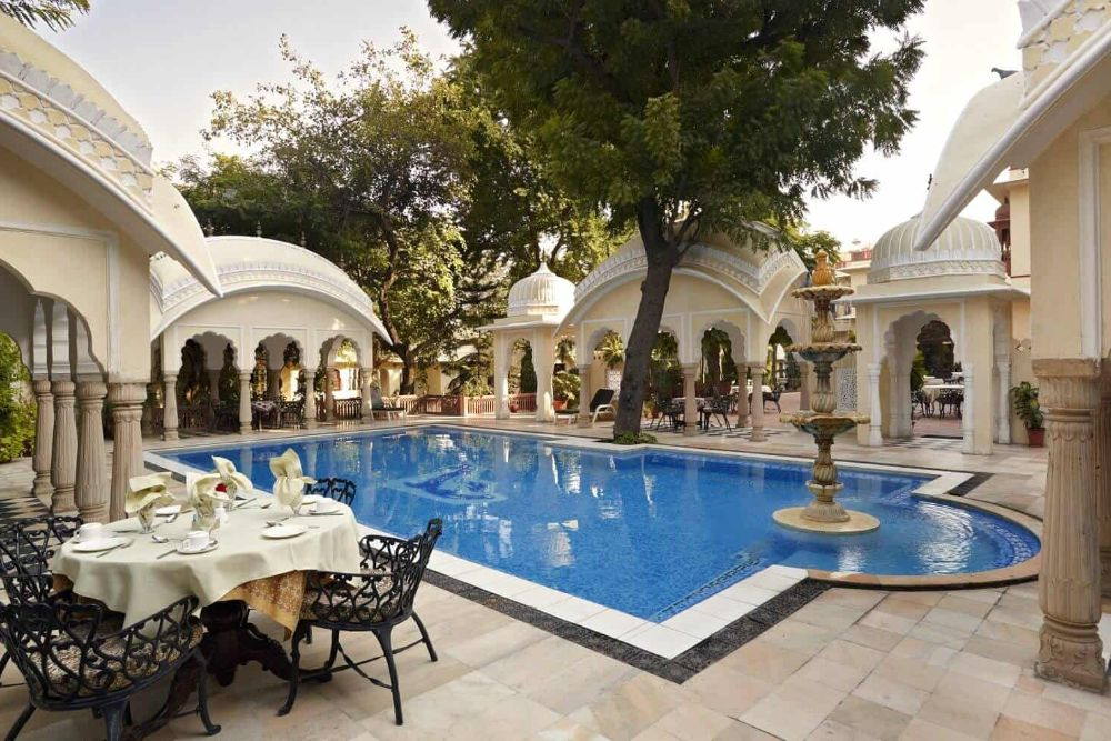 Indien_Alsisar_Haveli_Jaipur_Pool