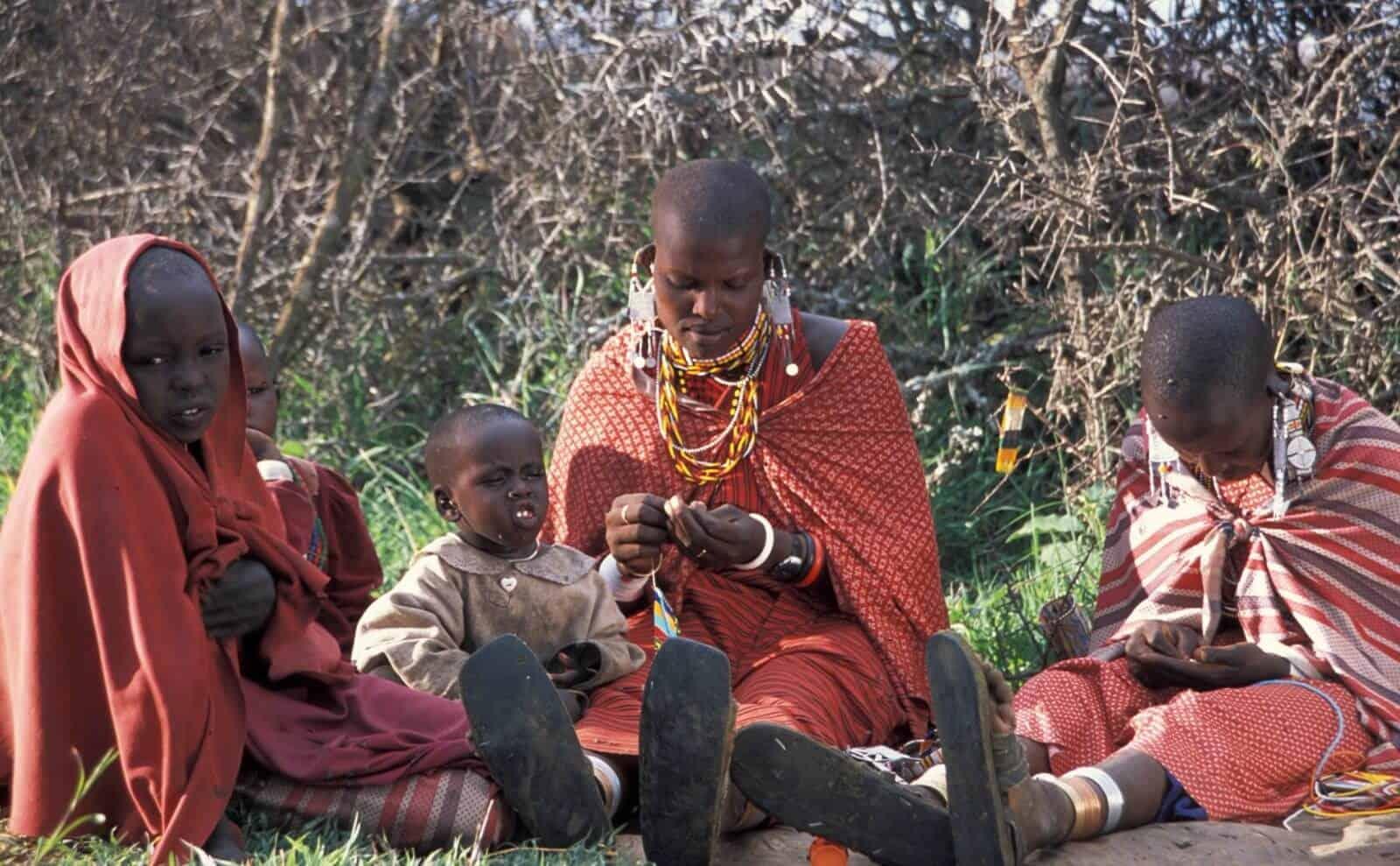 Frauen und Kinder in Tansania