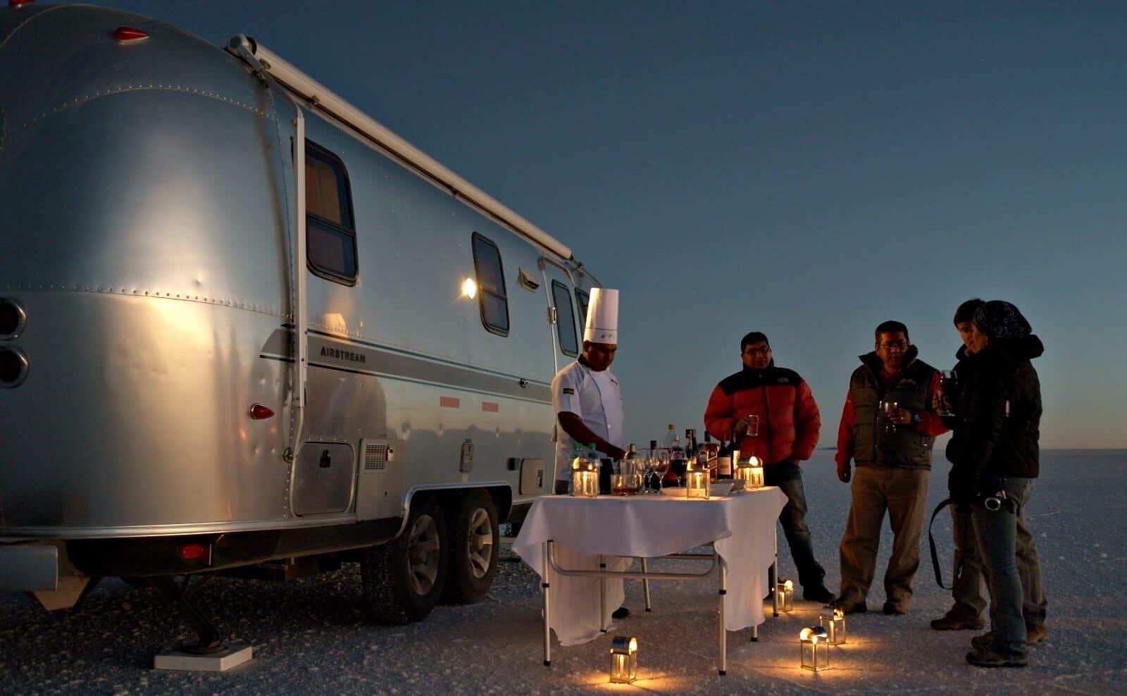 bolivien_Salar_de_Uyuni_air-stream-camper-Aperitif