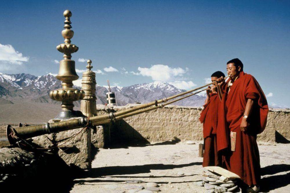 himalaya_reisen_buddhistische_mönche_blashorn-2