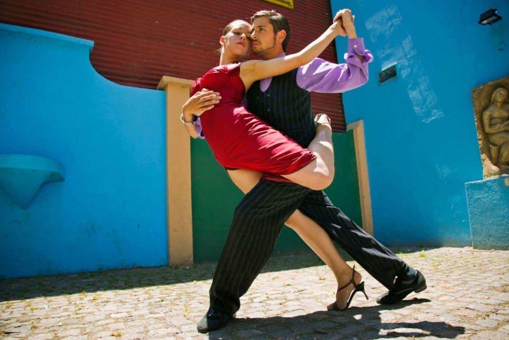 Private Tangokurse, Streetart-Führungen, Tango-Dinner, Hausbesuche in den Ateliers berühmter Künstler, Shopping mit Kaffeehaus-Viertel-Tour, Architekturführungen, Restaurantbesuche mit kulinarischem Wow