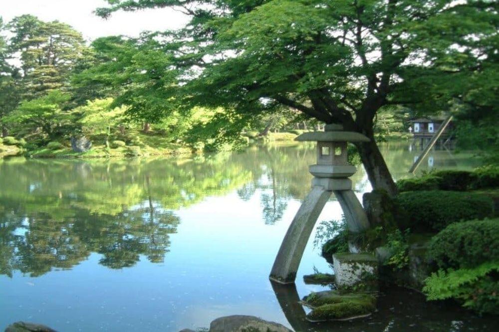 5-Kenrokuen-Garden-Kanazawa-860-x-576