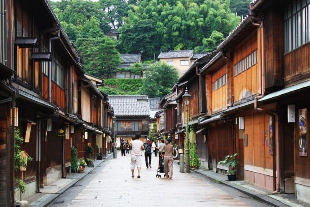 6-Kanazawa-Higashichaya-District-860-x-576
