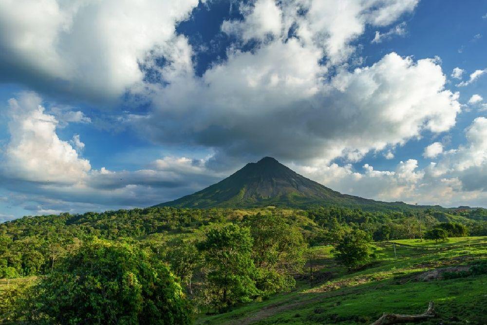 costa rica_volcano-2355772_1920 (860 x 576)
